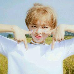 twice ♡ jeongyeon Suwon, Kpop Girl Groups, Korean Girl Groups, Kpop Girls, K Pop, Warner Music, Twice Jungyeon, Vkook, Im Nayeon