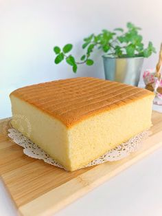 Miki's Food Archives : Basic Moist Sponge Cake aka Ogura Cake 原味相思蛋糕 --> use only the oven temperature and time, successSteam bake in a preheated oven for 80 minutes. When it's done, remove the cake tin from oven. Invert the cake, peel off the Chinese Sponge Cake Recipe, Sponge Cake Recipe Best, Sponge Cake Recipes, Light And Fluffy Sponge Cake Recipe, Steamed Sponge Cake Recipe, Sheet Cake Recipes, Easy Cake Recipes, Baking Recipes, Vanilla Sponge Cake