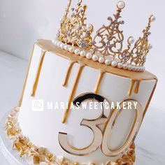 Birthday Cake Crown, Queens Birthday Cake, Queen Birthday, 22nd Birthday, Birthday Woman, Birthday Celebration, Simple Cake Designs, Crown Cake, Gold Cake