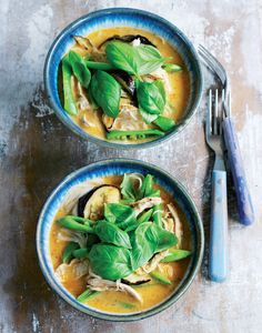 Chicken Laksa Here's a lovely, mild Asian soup for a cool autumn evening meal. Laksa is a spicy coconut broth full of fresh vegetables, noodles and stir fried chicken, from MiNDFOOD. Curry Recipes, Asian Recipes, Soup Recipes, Cooking Recipes, Healthy Recipes, Ethnic Recipes, Asian Foods, Healthy Lunches, Chicken Recipes