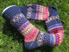 Colorful socks knitted in fair isle patterns wool polyacryl Knitting Socks, Hand Knitting, Knitting Patterns, Knit Socks, Colorful Socks, Colourful Outfits, Outfit Des Tages, Take Off Your Shoes, Fair Isle Pattern