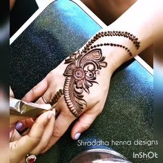 Hello there, Want to learn various new mehndi pattern? Henna Hand Designs, Dulhan Mehndi Designs, Mehandi Designs, Mehndi Designs Finger, Khafif Mehndi Design, Mehndi Designs Book, Mehndi Designs For Girls, Mehndi Designs For Beginners, Stylish Mehndi Designs