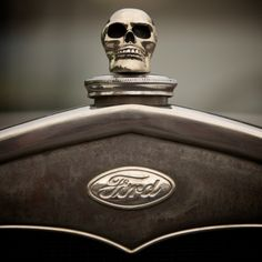 I need this for my car! Ford, Vintage Love, Vintage Cars, Car Hood Ornaments, Skulls And Roses, Skull Face, Automotive Art, Bike Accessories, Big Trucks