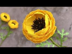 You know you can do beautiful things with your hands and you have made many Diy, but now you want to make paper flowers . Giant Paper Flowers, Big Flowers, Fabric Flowers, Crepe Paper Flowers Tutorial, Tissue Paper Flowers, Flower Paper, Paper Flower Patterns, Fall Floral Arrangements, How To Make Paper