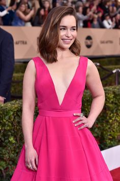 Emilia Clarke Photos - Actress Emilia Clarke attends the 22nd Annual Screen Actors Guild Awards at The Shrine Auditorium on January 30, 2016 in Los Angeles, California. - 22nd Annual Screen Actors Guild Awards - Red Carpet