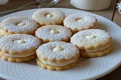 White chocolate cookies Best Picture For Healthy Drinks health For Your Taste You are looking for something, and it is going to tell you exactly what you are looking for, and you didn't find that pict Pastry Recipes, Cake Recipes, Fall Desserts, Delicious Desserts, Peanut Brittle Recipe, Chocolate Covered Pretzel Rods, Homemade Frappuccino, Coconut Milk Smoothie, White Chocolate Cookies