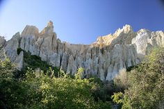 Clay Cliffs near Dunedin, South Island, New Zealand Great Places, Places To See, Amazing Places, Wonderful Places, Beautiful Places, New Zealand Holidays, Hiking Places, New Zealand Landscape, New Zealand South Island