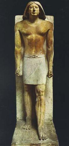 Estatua de Ranofer, funcionario de la V Dinastía. El Cairo, Museo Egipcio. Fue hallada junto con la otra estatua de Ranofer, en la capilla de su mastaba en Saqqarah. Viste el atuendo cortesano.