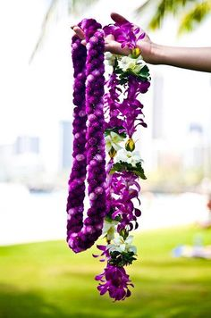 Looking for a little bit of everything? Jet to Hawaii's Big Island for unparalleled hospitality and every seaside activity you can imagine. Flower Garland Wedding, Flower Garlands, Wedding Flowers, Floral Garland, Maui, Collar Floral, Flower Lei, Hawaiian Flowers, Hawaiian Leis