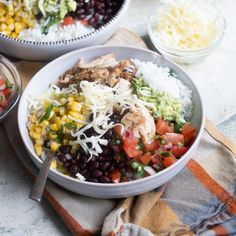 Chipotle Burrito Bowl Chipotle Guacamole, Chipotle Burrito Bowl, Guacamole Recipe, Burrito Bowls, Chipotle Chicken Copycat, Chipotle Copycat Recipes, Chicken Recipes At Home, Favorite Recipes, Stuffed Peppers