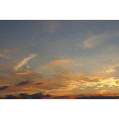 niebo kilka dni temu  #sky #clouds #blue #gold #sunset #evening #lookslikefresco #celestialsphere #heaven #sacrum #nature #viewfromwindow #tbt