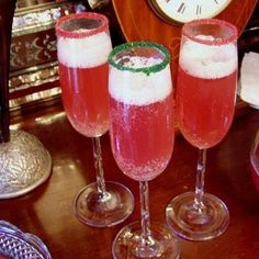 Christmas Champagne Punch is great treat for holiday parties.  Both flavorful and visually appealing, it brings a bright eye to all your holiday revelers. Simply wonderful..