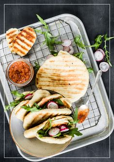 Grillbrot mit Halloumi Halloumi, Wrap, Bbq, Sandwiches, Tacos, Mexican, Chicken, Ethnic Recipes, Food