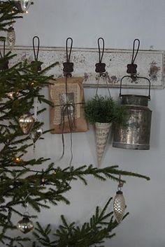 Dekoration zu Weihnachten Decoration for Christmas Swedish Christmas, Natural Christmas, Merry Little Christmas, Primitive Christmas, Christmas Love, Scandinavian Christmas, Country Christmas, All Things Christmas, Winter Christmas