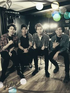 5 Seconds of Summer <3 5SOS. Watching these lovlies on the AMA's right now!! They're too good!