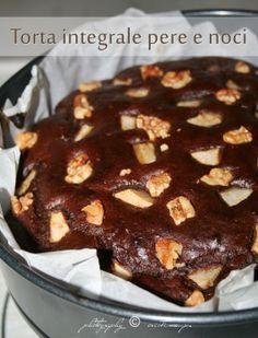 La zucca capricciosa: Torta integrale con pere noci e farina di carrube