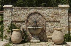 Of miskien nuwe slaapkamer muur. Of miskien nuwe slaapkamer muur. Outdoor Wall Fountains, Diy Garden Fountains, Outdoor Rooms, Outdoor Gardens, Garden Sink, Italian Garden, Water Features In The Garden, Backyard Landscaping, Plus Belle