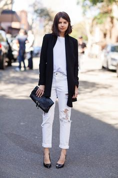 Look Blazer + Jeans Black And White Outfit, White Outfits, Stylish Outfits, Cool Outfits, Black White, Long Black, Black Heels, Black Clutch, Classic Outfits