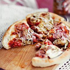 pizza, puszysta pizza, puszyste ciasto na pizzę, ciasto pizzowe grube i puszyste
