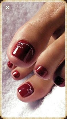 The advantage of the gel is that it allows you to enjoy your French manicure for a long time. There are four different ways to make a French manicure on gel nails. The choice depends on the experience of the nail stylist… Continue Reading → Simple Toe Nails, Pretty Toe Nails, Cute Toe Nails, Summer Toe Nails, Winter Nails, Summer Pedicures, Beach Toe Nails, Pretty Toes, Toe Nail Color