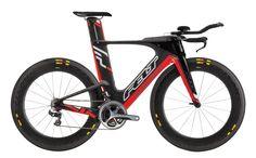Felt top triatlon fiets. Waanzinnig design. En het mooie is dat dit ontwerp ook op de voordeligere modellen gaat worden toegepast.