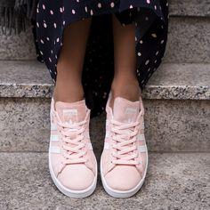 Der Sneaker 'Campus' von adidas Originals macht Lust und Laune auf den bevorstehenden Frühling @aboutyoude Adidas Originals Sneaker, Sock Shoes, Fashion Beauty, High Top Sneakers, Pairs, Socks, Dreams, Outfits, Style