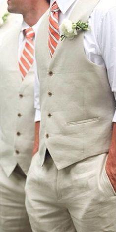 Ne pas oublier le futur marié. Costume simple en lin.