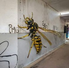 Mind-Blowing Realistic Mud Wasp by the Graffiti Artist Sergio Odeith. Graffiti Art, Murals Street Art, 3d Street Art, Urban Street Art, Amazing Street Art, Street Art Graffiti, Mural Art, Street Artists, Urbane Kunst