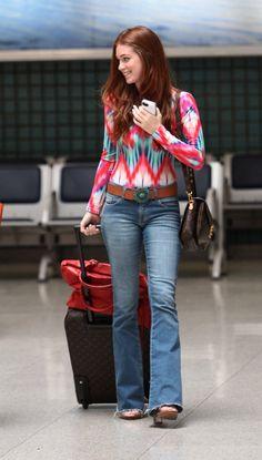 Look despojado de Marina Ruy Barbosa para viajar combina body estampado e calça flare