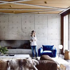 """""""Is this the perfect balance between warm and cool tones? The Concrete House is located in Torquay, Australia and designed by @auhaus! Albeit concrete can…"""""""