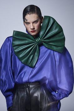 Back to the : Gareth Pugh fait revivre l'âge d'or de Claude Montana Foto Fashion, 80s Fashion, Fashion History, Fashion Brands, High Fashion, Vintage Fashion, Club Fashion, Vintage Clothing, Luxury Fashion