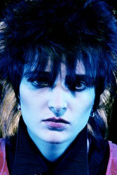 photo-of-siouxsie-the-banshees-and-siouxsie-sioux-posed-studio-of-picture-id84901604 (409×612)