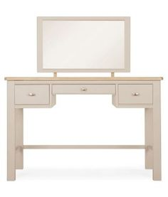 Always wanted to get those princess vibes in your boudoir? Well, now you can thanks to our Hampton dressing table!