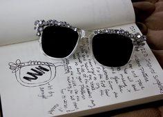 Zopár žiarivých kamienkov premení vaše staré okuliare na luxusný doplnok!
