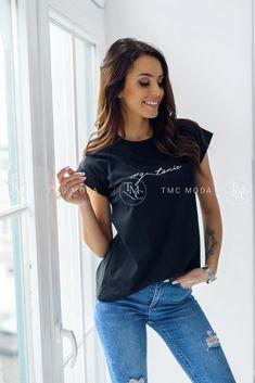 Dámske tričko v krásnej čiernej farbe s nápisom obľúbeného nápoja Gintonic Outfit, T Shirt, Tops, Women, Fashion, Colors, Outfits, Supreme T Shirt, Moda