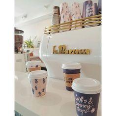 【meee.gu】さんのInstagramをピンしています。 《coffee bar... ・ 併設されてる#コーヒーバー もこれまた激カワ♡ #紙コップ がどれもやばい ・ ✽✽✽ #hawaii #waikiki #surfjack #oliveandoliver #selectshop #cafe #coffee #apparel #fashion #interior #accessory #pineapple #surf #ハワイ #ワイキキ #セレクトショップ #オリーブアンドオリバー #カフェ #コーヒー #雑貨 #インテリア #アクセサリー #海 #サーフ #パイナップル #パイナポー #可愛すぎ》