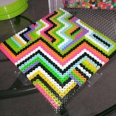 Zigzag design perler beads by lilone_arts http://mistertrufa.net/librecreacion/culturarte/?p=12