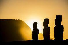 Sunrise in Tongariki, Easter Island