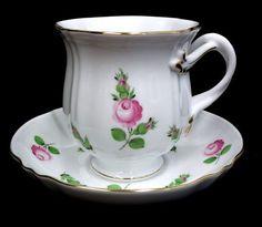 Šálek na čaj • porcelán s malovanými růžičkami