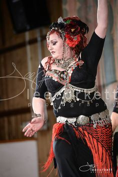 Ma'isah, founder of Elysium & member of Two Bays Tribal and Red Earth Ghawazee  (Melbourne, Australia) at Tribal Fest 14. Photo by Lee Corkett. (plus size belly dance ♥)