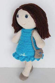 Doll blue eyes. Doll made to mano.muneca amigurumi.