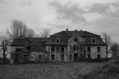 Manor house in Gleinig, Schlesien, Germany  (Michał Żebrowski), http://www.closeddoor.eu/schlesien/gleinig.html.