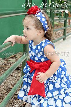 Bebê Manu com o vestido da galinha com bolinhas em tamanho crescente
