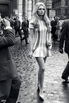 Mode Originale de femmes dans 80 s  bardot