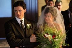 (Tom Welling & Erica Durance) Too Bad The Darkness Had To Race Upon Earth and Ruin Clark & Lois Getting Married!!  But They Got It Done!! ❤️