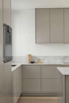 Modern gray kitchen from Nordic Kitchen. Handless and customized, painted . Modern gray kitchen from Nordic Kitchen. Handless and customized, painted . Grey Kitchen Interior, Modern Grey Kitchen, Nordic Kitchen, Grey Kitchens, Rustic Kitchen, Interior Design Living Room, Home Kitchens, Kitchen Decor, Inframe Kitchen