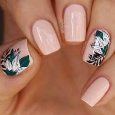 Spring Fever Nails - 50 Super Cute Spring Nails Do you have Spring Fever? You should because today is the first day of Spring! This is why we found 50 of the cutest Spring Nails for you to enjoy with us. Cute Spring Nails, Cute Nails, Pretty Nails, Red Nails, Hair And Nails, Short Nails Art, Manicure E Pedicure, Halloween Nail Art, Nagel Gel