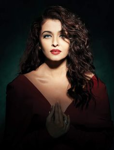 These Hot Pictures Of Aishwarya rai bachan will Defnitely a great collection that you don't want to miss though her age is she still looking gorgeous Aishwarya rai bachan known for her charming look most bollywood and kollywood films she appeare Aishwarya Rai Pictures, Aishwarya Rai Photo, Actress Aishwarya Rai, Aishwarya Rai Bachchan, Bollywood Actress, Deepika Padukone, Bollywood Fashion, Mangalore, Miss World