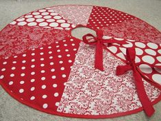 Peeks: Sew & Tell Friday: Christmas Tree Skirt With White And Red Colored Materials / Christmas Various Kinds Of Christmas Tree Skirts With . Diy Christmas Tree Skirt, Christmas Tree Skirts Patterns, Xmas Tree Skirts, Pine Cone Christmas Tree, Noel Christmas, Christmas Snowflakes, Simple Christmas, Primitive Christmas, Christmas Sewing