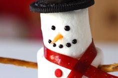 25 Pretty Snowman Cake Ideas for Christmas Marshmellow Snowman, Snowman Cake, Snowman Cupcakes, Cute Snowman, Marshmallow, Christmas Goodies, All Things Christmas, Christmas Crafts, Christmas Ideas
